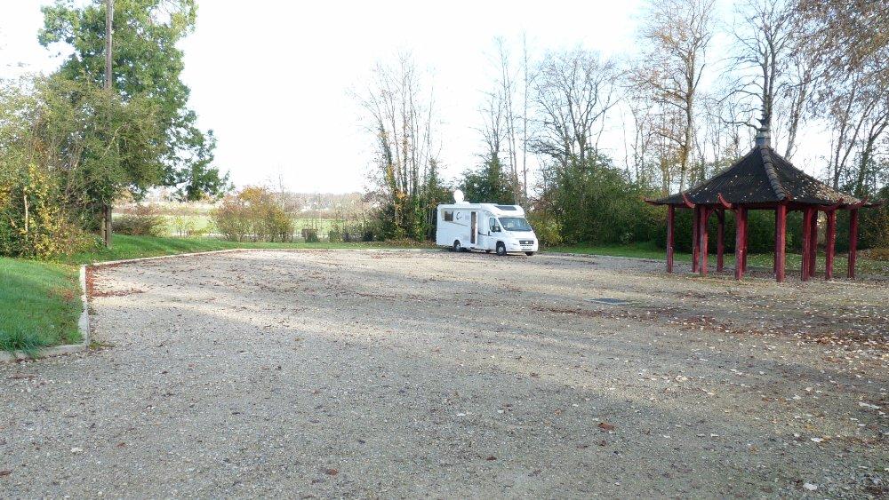 Aire camping-car à Arc-et-Senans (25610) - Photo 1
